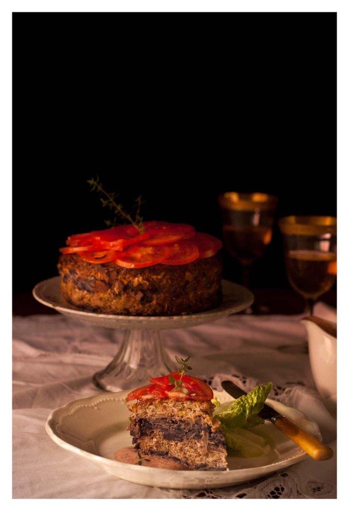 Pastel de coles con tomates frescos y salsa de yogur