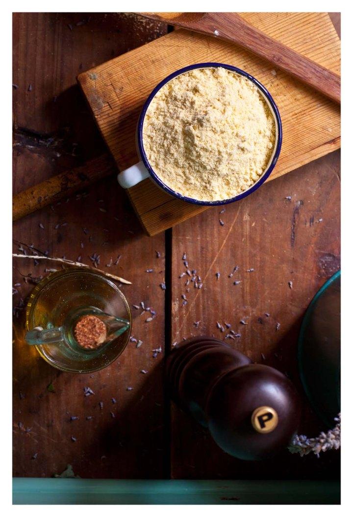 Harina de maiz, aceite y pimienta negra