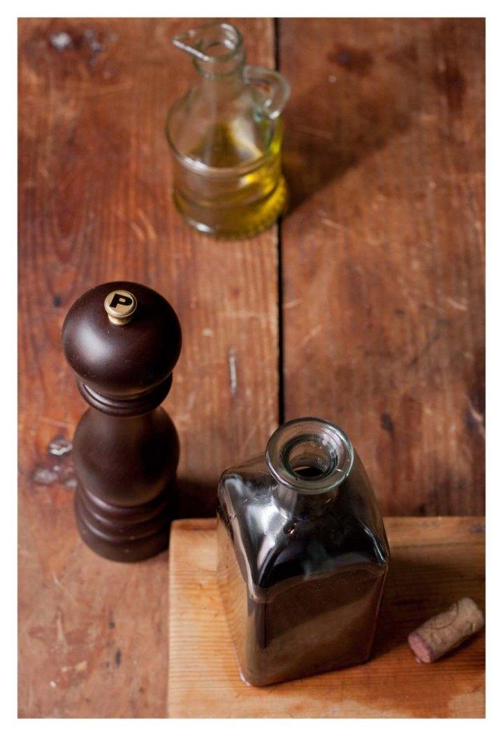 Vino tinto, aceite de oliva y pimienta negra