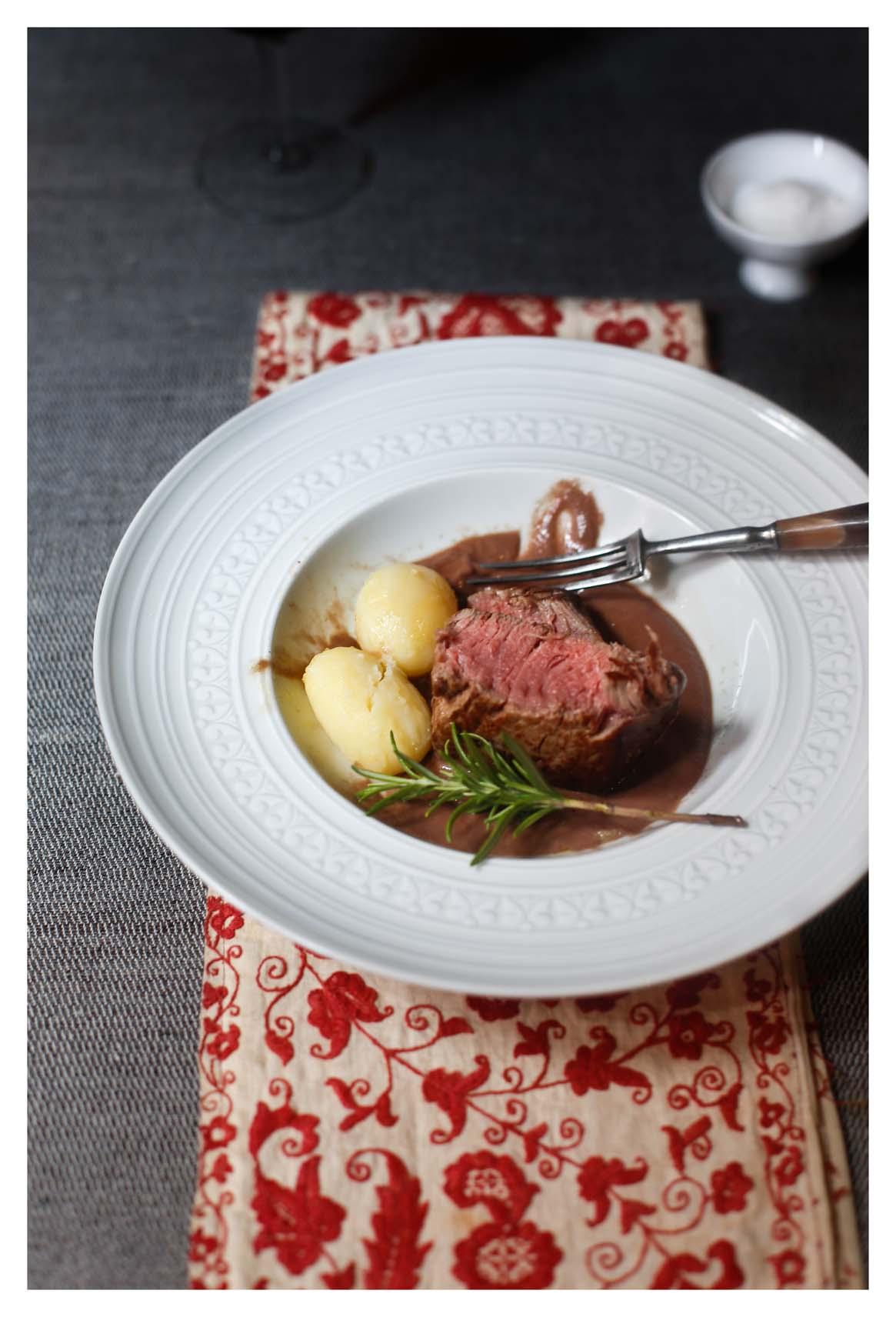 Carne de ternera el oso con botas for Salsa para solomillo