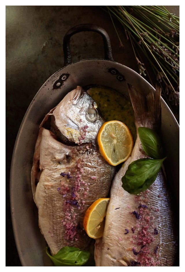 doradas al horno con salsa de albahaca y limón