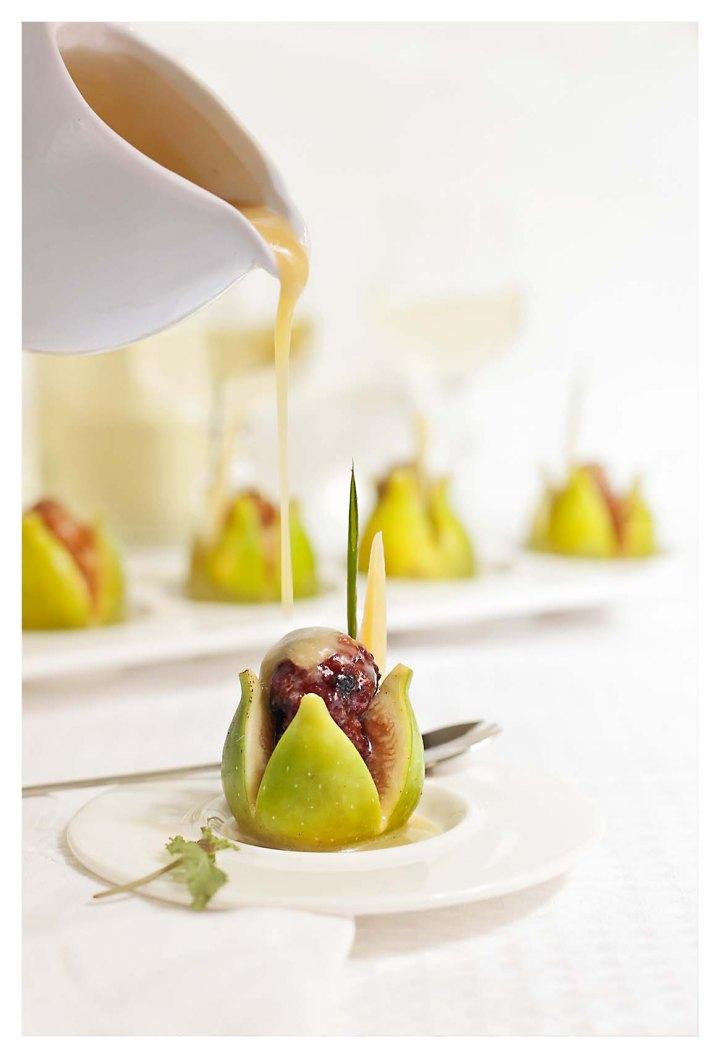 higos rellenos con salsa de miel y queso