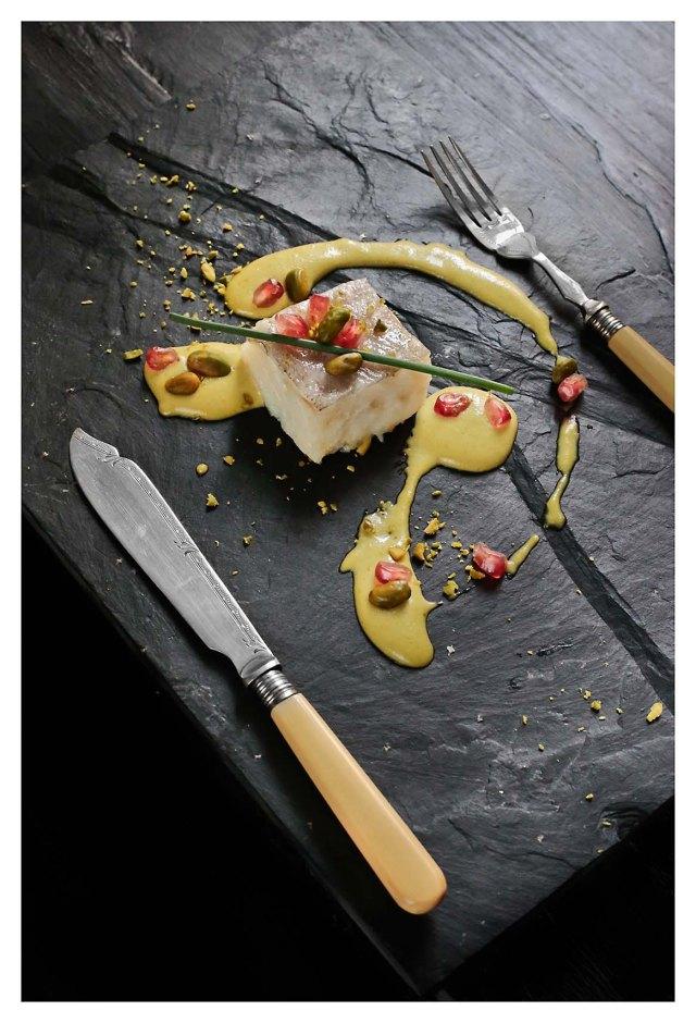 bacalao al horno con pilpil de pistachos y mariscos