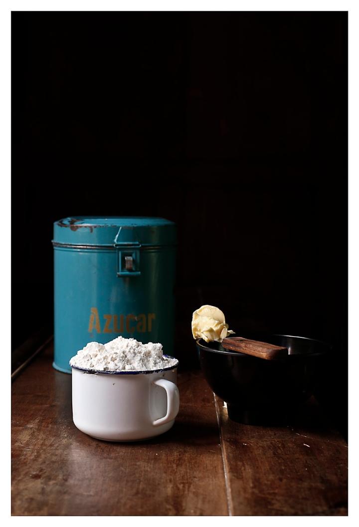 azúcar, harina y mantequilla